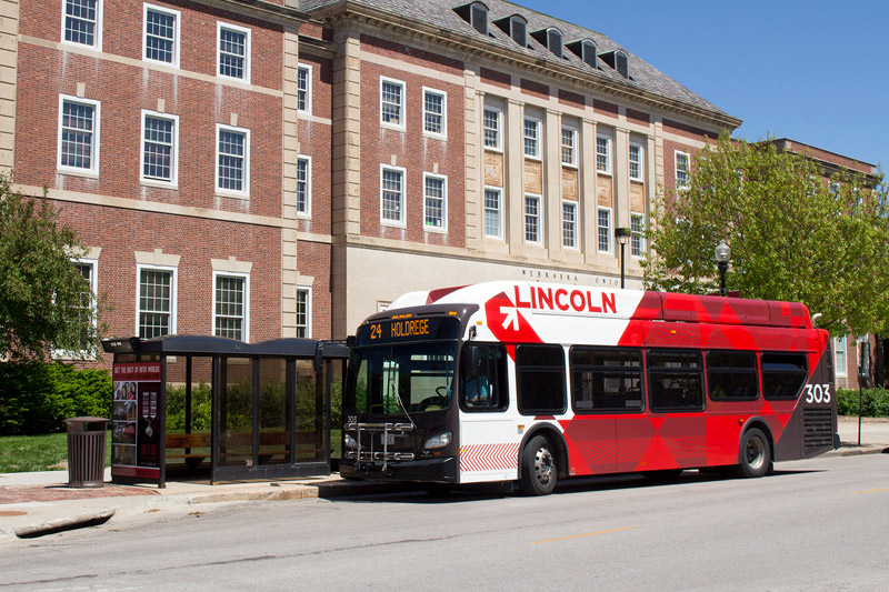 City bus in front of Nebraska Union